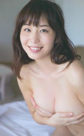 塩地美澄の手ブラ.jpg
