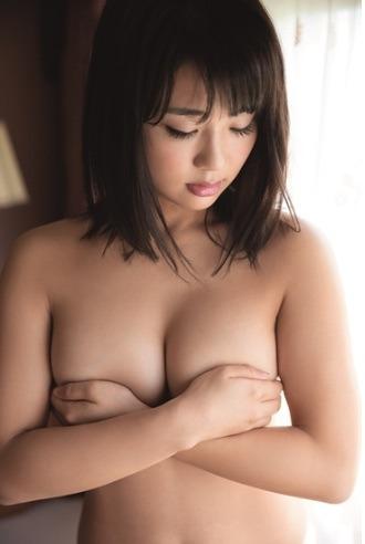 平嶋夏海の手ブラ.jpg