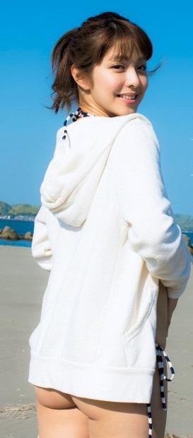 本郷杏奈の週刊プレイボーイなどの水着グラビア.jpg