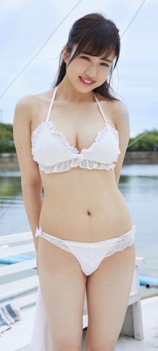 橋本杏奈の白ビキニ水着グラビアアイドル.jpg