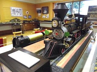 アメリカン型4-4-0蒸気機関車の鉄道模型.jpg