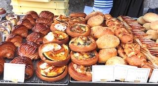 ウルーウールの美味しい手作りパン.jpg