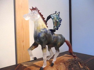 ギリシャ神話の動物のガラス造形作品.jpg