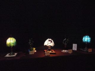 ステンドグラスの和風ランプ.jpg