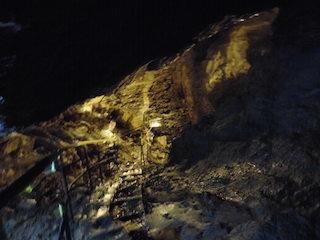 スリルのある洞窟.jpg