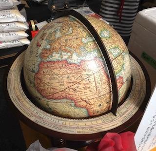 ルイス・フロイスが、織田信長に献上した地球儀.jpg