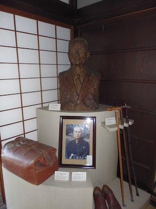 二代目伊藤忠兵衛の銅像.jpg