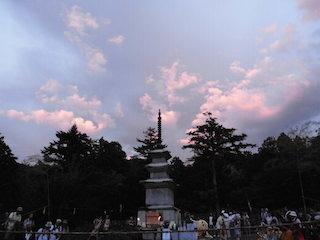 仏塔と美しい夕景.jpg