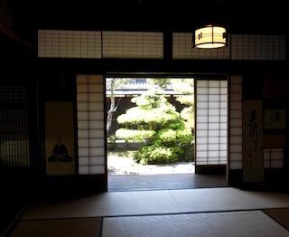 伊藤忠兵衛の旧邸の名園.jpg