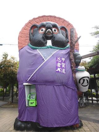 信楽駅前の大たぬき.jpg