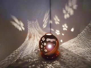 光と影で作られる幻想的な芸術作品.jpg