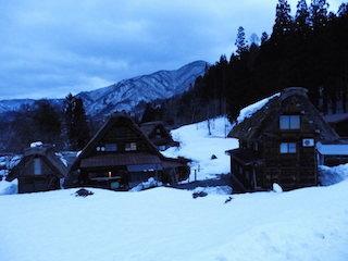 冬の雪と白川郷.jpg