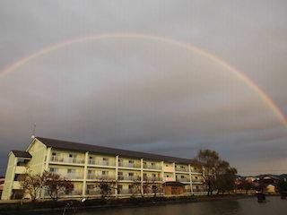 台風22号後の虹と噴水池の風景.jpg