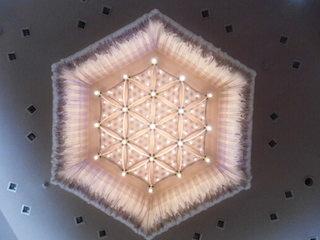 天井の美しい照明.JPG