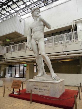 希望が丘文化公園のダビデ像.jpg