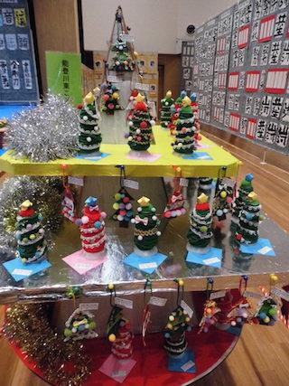 幼稚園児のクリスマスの飾り作品.jpg