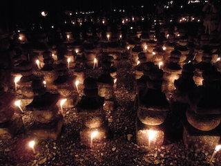 引接寺の万燈供養.jpg