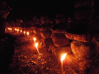 引接寺の萬燈供養.jpg