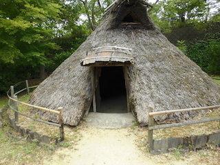 弥生時代の竪穴住居.jpg