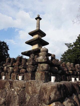 日本最古の三重石塔.jpg