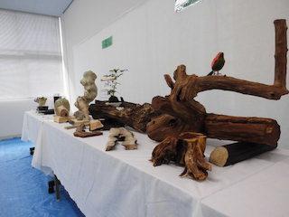木工や陶器の作品