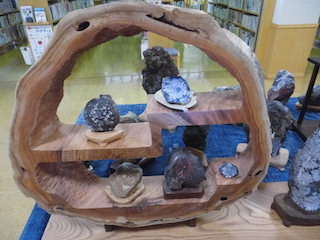 木工細工と美しい石.jpg