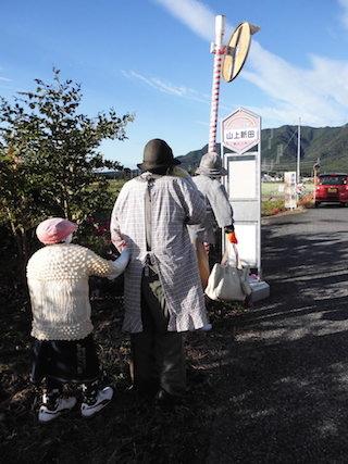 東近江ちょこっとバス甲津畑線の山上新田の停留所.jpg