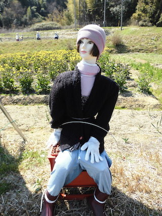 案山子の女性の人形.jpg