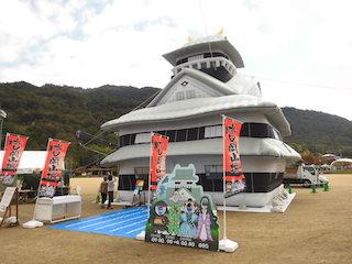 水口岡山城の巨大バルーン.jpg
