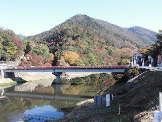 永源寺の橋の紅葉名所