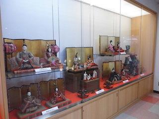 江戸時代、明治時代、大正時代、昭和時代の雛人形が陳列.jpg