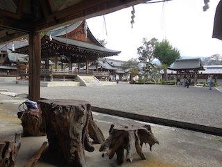 沙沙貴神社の境内.jpg