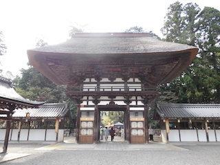 沙沙貴神社(佐佐木神社)の楼門.jpg