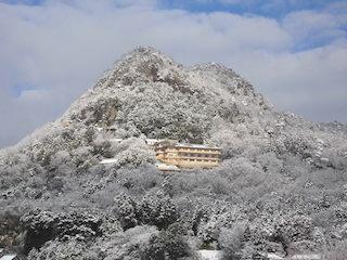 滋賀県のパワースポット太郎坊宮の冬景色.jpg