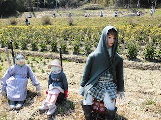 滋賀県の日野町にある案山子畑.jpg