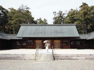 滋賀県護国神社の拝殿.jpg