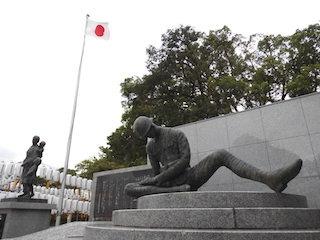 父の像(戦争の日本兵の銅像).jpg