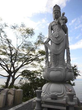 琵琶湖岸にある石仏様.jpg