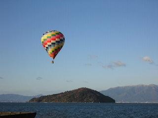 琵琶湖横断熱気球大会.jpg