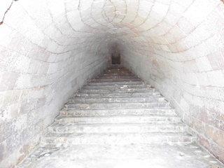 穴窯の構造と内部.jpg