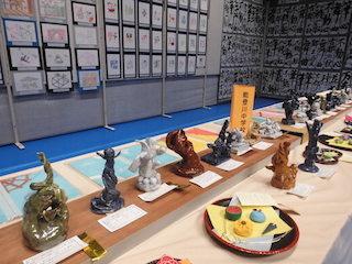 能登川中学校の中学生の焼き物の芸術作品.jpg