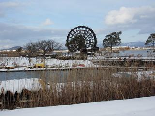 能登川水車と雪景色.jpg