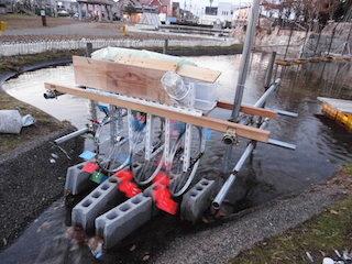 自転車水車発電の装置.jpg