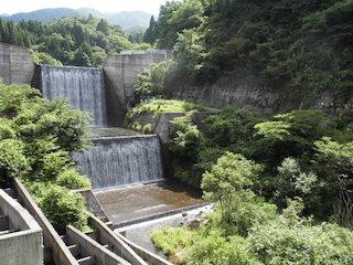 起し又川の砂防ダム(堰堤)立派な瀑布.jpg
