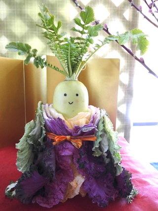 道の駅あいとうマーガレットステーションの野菜で作られた雛人形.jpg