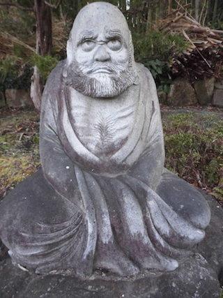 達磨大師の石像.jpg