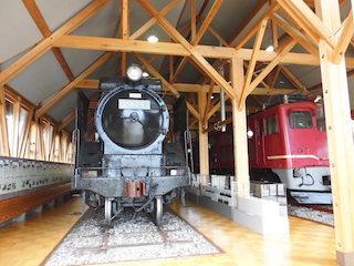 長浜鉄道スクエア_日本最古の鉄道駅舎_D51蒸気機関車.jpg