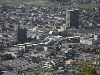 JR西日本の琵琶湖線の能登川駅.jpg
